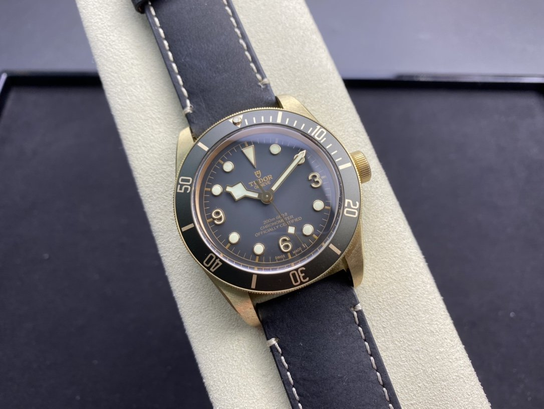 ZF廠高仿帝陀 小銅花V2終極版2824機械機芯41MM複刻手錶