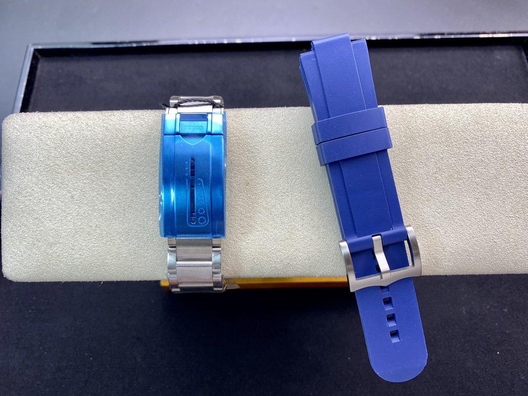 ZF廠高仿帝陀/帝舵領潛型系列藍土豆又名戰斧2824機芯42MM複刻手錶