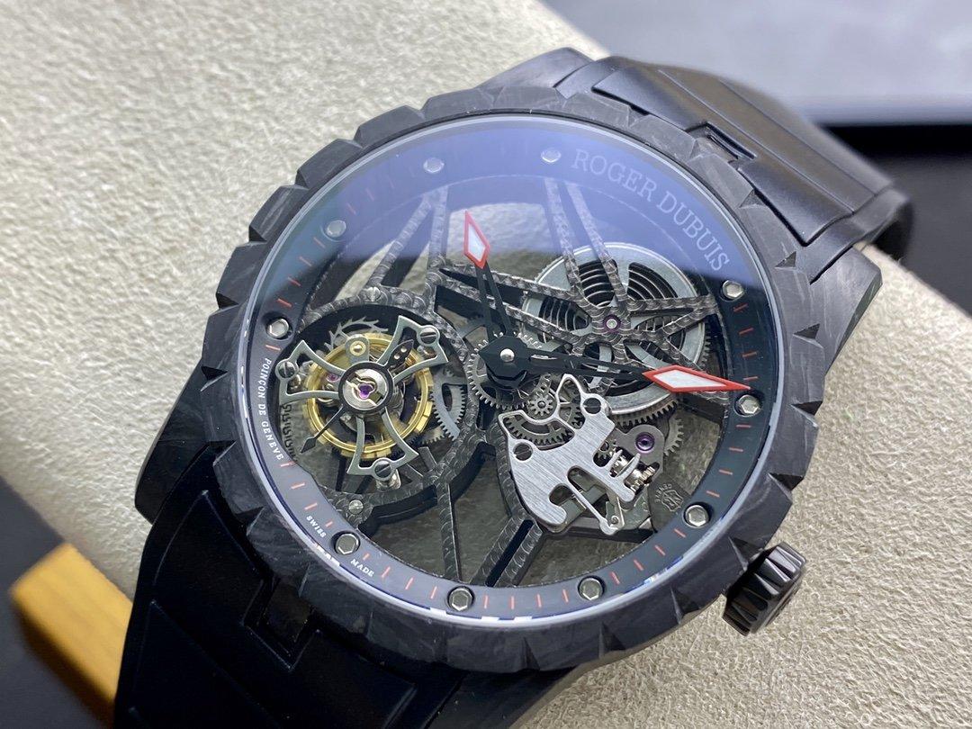 BBR厂高仿罗杰杜彼碳纤维材质陀飞轮机芯型号DBEX0577系列42MM复刻手表