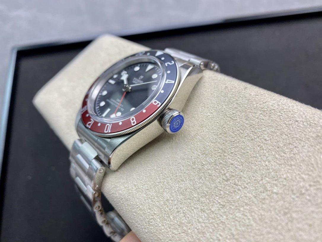 ZF高仿帝舵紅藍圈口碧灣系列之格林尼治型複刻腕表
