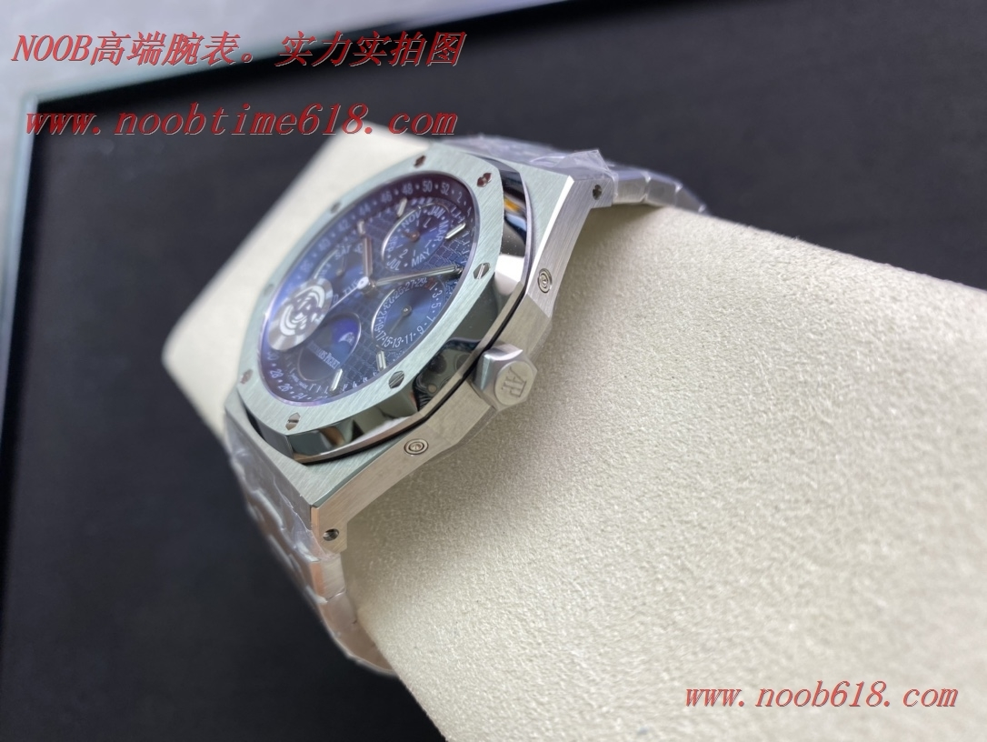"N廠手錶,APS新品爱彼26574 皇家橡树系列在""Grande Tapisserie""大格纹装饰表盘上"